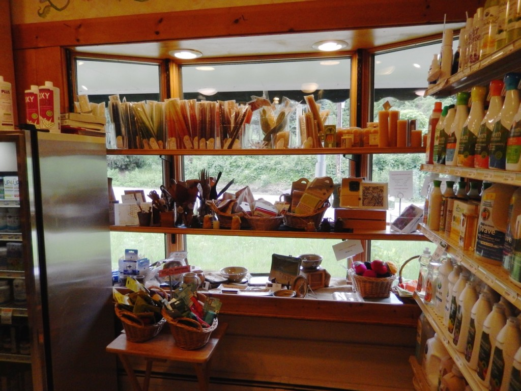 Hungry Hollow Chestnut Ridge New York, crafts display